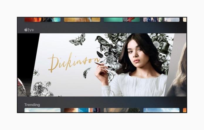 """TV exibindo a série """"Dickinson"""" da Apple."""