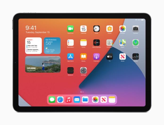Una pagina della schermata Home con i widget riprogettati su iPad Air.