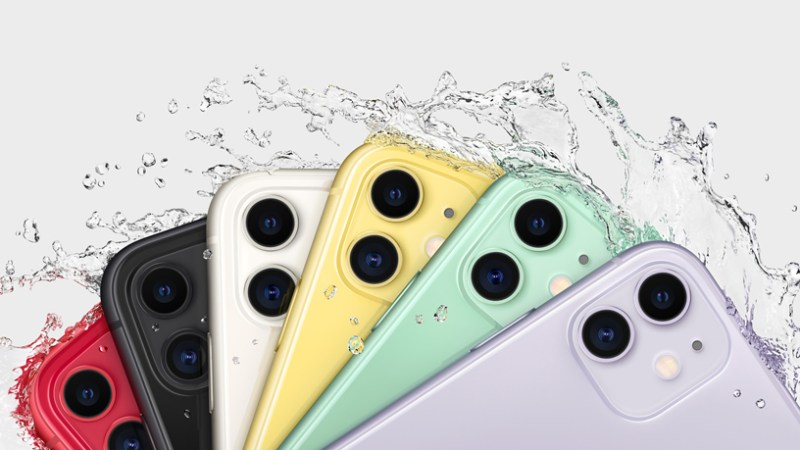 Salpicaduras de agua en el iPhone 11 en seis acabados.
