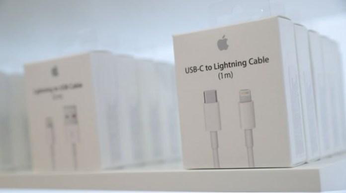 Apple, 3,5mm jakı Lightning'e dönüştüren aparatların üretimine izin verdi