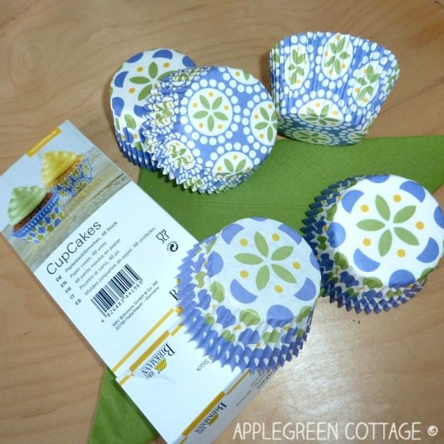 vegan muffins - cupcake liners