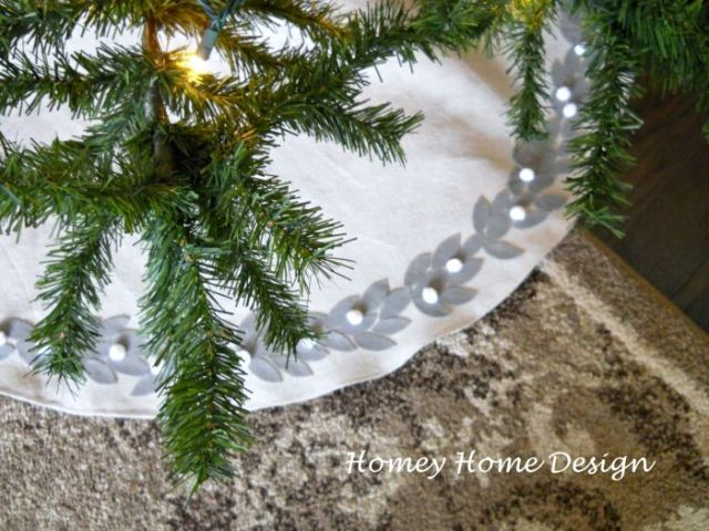 white Christmas tree skirt