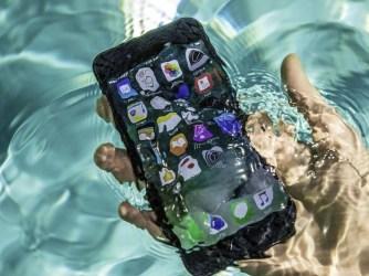 iPhone - kontakt s kapalinou