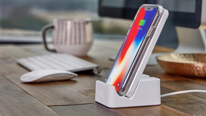 iPhone XR - Stații de încărcare