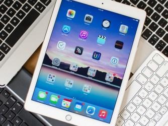 """iPad 9.7 """"(2018) - puzdra s klávesnicou"""