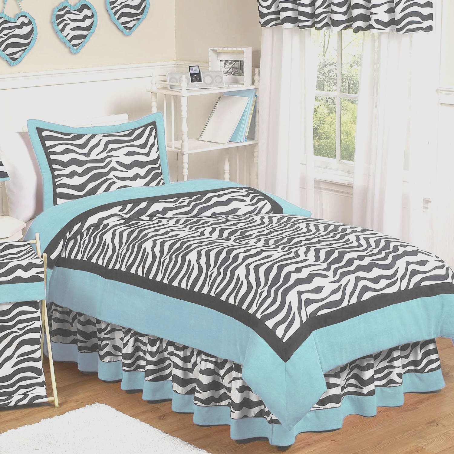 Luxury Zebra Print Decor Ideas In Photos Bedroom Atmosphere Curtains Christmas Welcome Home Room Animal Bathroom Apppie Org