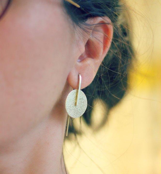 Boucles texturées Hanging Moon - découvrez les étapes de leur réalisation sur www.apprendre-la-bijouterie.com
