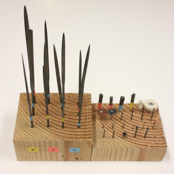 DIY Porte-Outils- Un rangements astucieux pour ranger vos limes, forêts et fraises de bijoutier, à découvrir sur www.apprendre-la-bijouterie.com