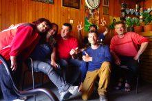 Des bières avec Milan et ses amis, éleveurs de vaches