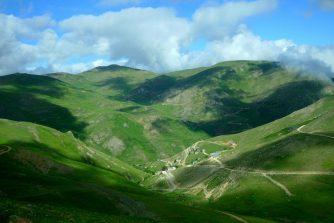 Petit village perdu dans les montagnes