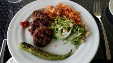 Kofte, boulette de viande au persil, à l'ail et aux épices