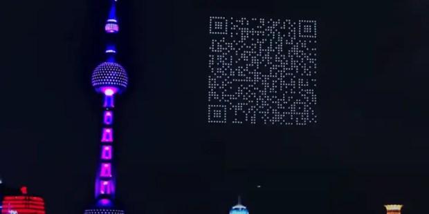 1500 طائرة بدون طيار تشكل رمز QR عملاقًا في السماء فوق شنغهاي