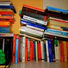 Una parte de mi librería aquí en casa