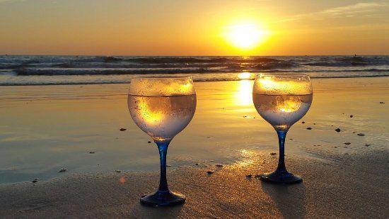 tomar un copa en la playa de la barrosa