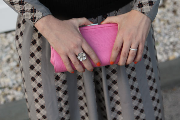 pink clutch, what to wear with pink clutch, how to wear pink clutch, day clutch, snake clutch, neon clutch, neon purse, how to wear neon purse, neon purse, neon bag, orange nails, color blocking, color block nails, flower ring