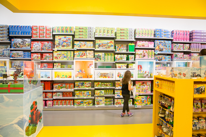 Does sawgrass mall have a Lego store?