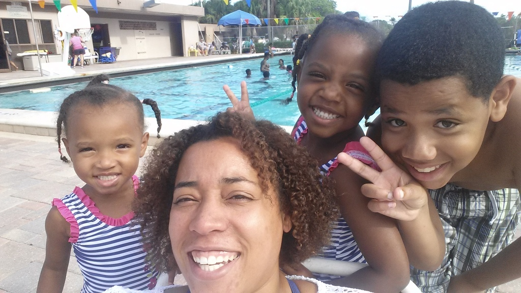 April and kids | Gaines Park Pool | AprilNoelle.com