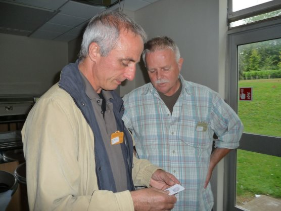 Dariusz and Henrik exchange cards
