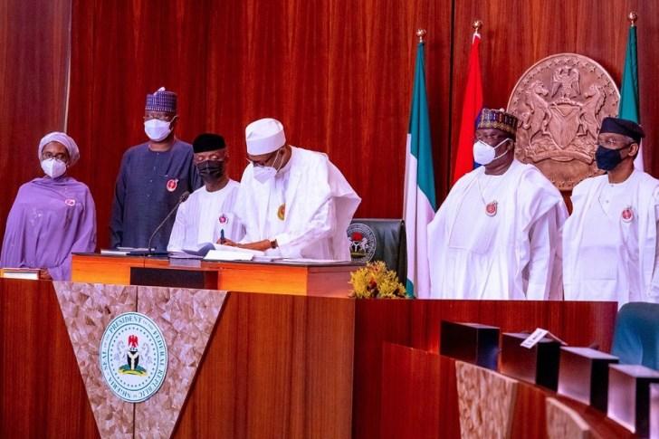 buhari signs budget