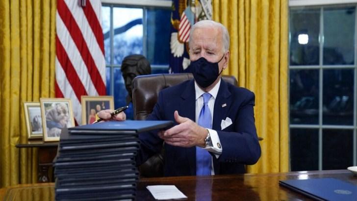 Biden Makes Face Mask Mandatory on Federal Property