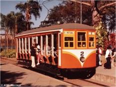 Um dos quatro bondes elétricos que operaram desde 1972 no bonde patrimonial do Parque Portugal (ex-Parque Taquaral) em Campinas. O carro 2, acima, correu no sistema de trânsito de Piracicaba até o fechamento em 1969
