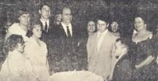 S. Excia. D. Ernesto de Paula, bispo diocesano, troca brindes com o Grande Oficial Mario Dedini