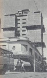 Outro edifício importante era o da Rua XV de Novembro. Foi iniciado pelo dr. Francisco Alvarez e agora pertence ao Sr. Luciano Guidotti. Na foto, em fase de acabamento.