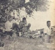 Almoço da turma à beira do rio Tietê