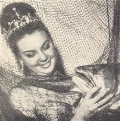 Nunca um peixe se sentiu tão feliz, como este que caiu nas redes de Célia Regina dos Santos
