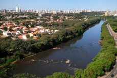 O rio que corta a minha aldeia - Foto Del Rodrigues