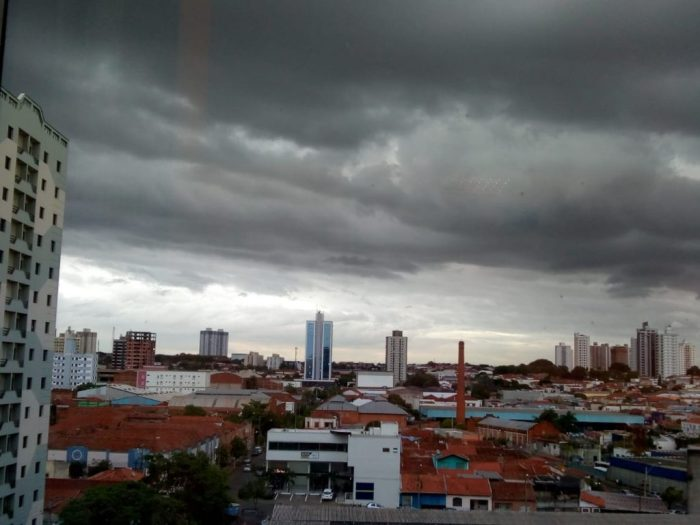 Chuvoso – Cynthia da Rocha