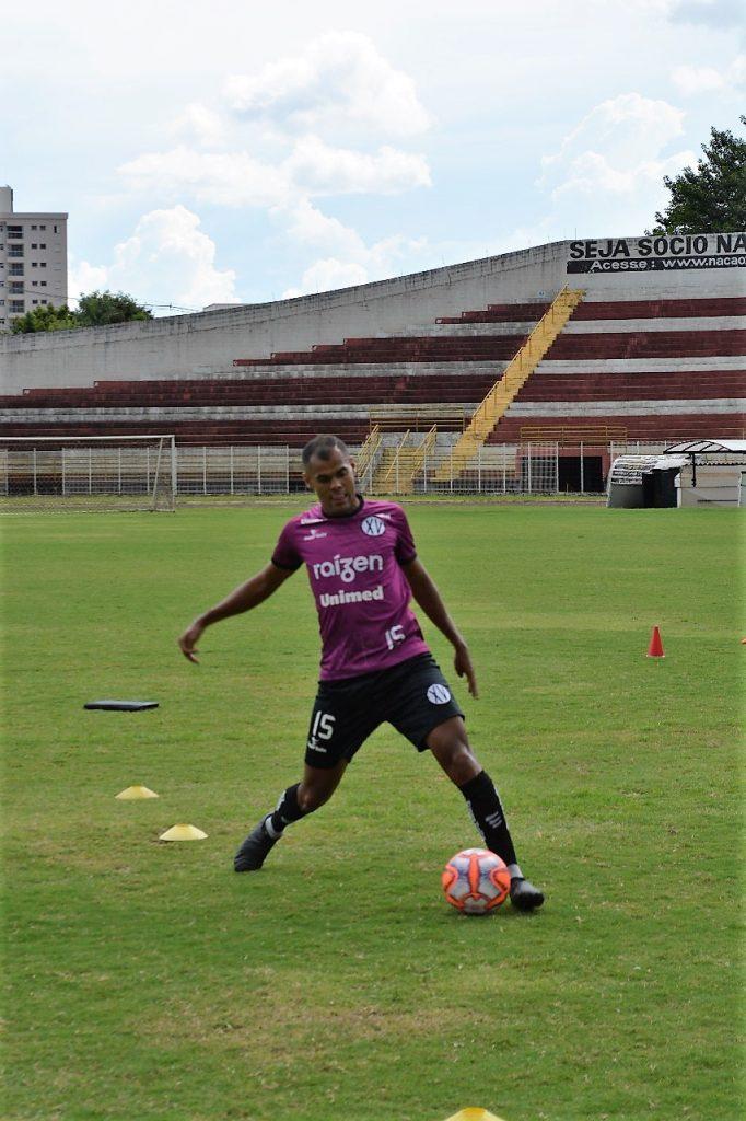 Airton Júnior (foto) e Robertinho já treinam com o grupo – foto – Sara Yamaguti