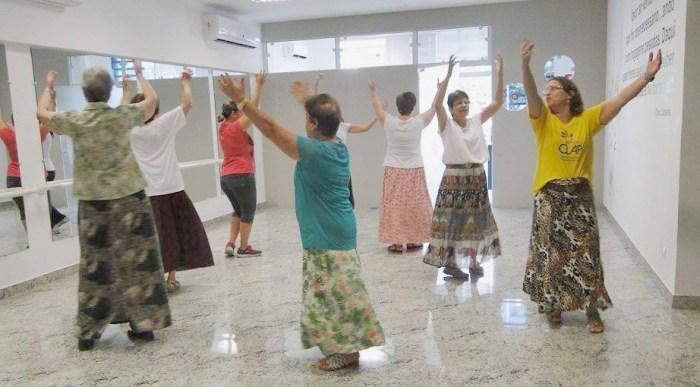 As aulas de danças circulares estão entre as opções do Clap