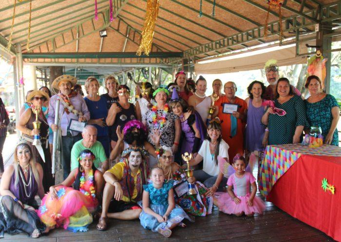 Foliões do 5º Concurso de Fantasias do Carnaval Viva Melhor (Crédito Cláudio Bertazzoni)