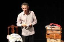 """Solo teatral """"Partir"""", Roteirizado e interpretado por Romualdo Sarcedo. (fotos: Attilio Andrade)"""