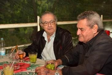 Jairo Mattos na Rua do Porto, em confraternização amiga com o jornalista e escritor Cecílio Elias Netto. (foto: Marcelo Fuzeti Elias)
