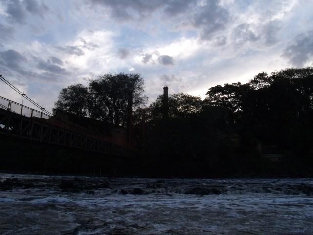 Entardecer no rio