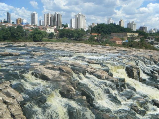 Rio de pedras - Cynthia da Roch