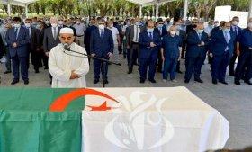 تشييع جنازة رئيس الحكومة الأسبق بلعيد عبد السلام بمقبرة العالية