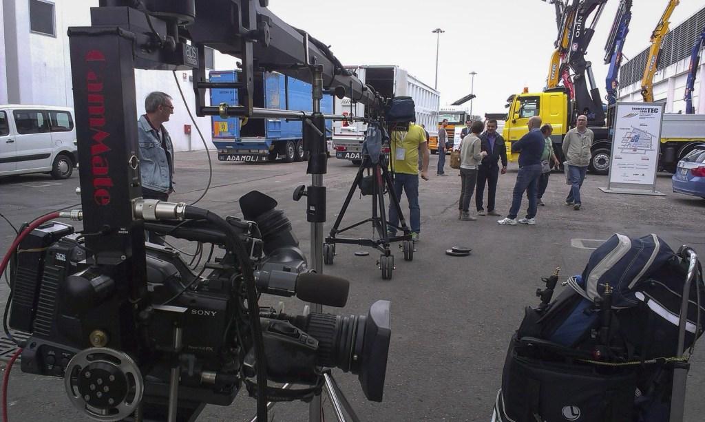 attrezzatura Crane in azione per produzione video a verona