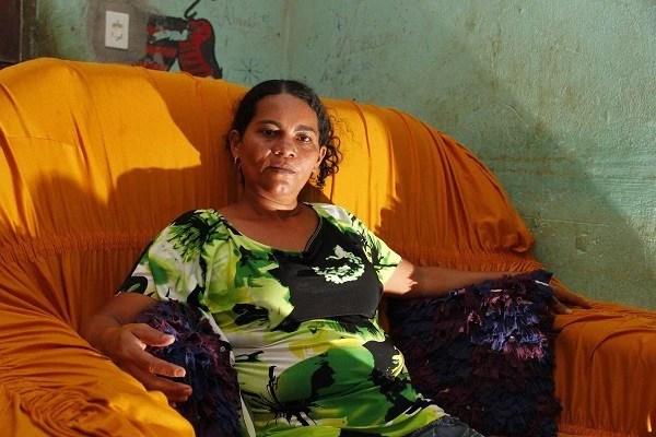 Nádia chegou a ser presa, acusada por um crime que não cometeu. Em liberdade, convive com as ameaças constantes (Foto: Ney Marcondes)