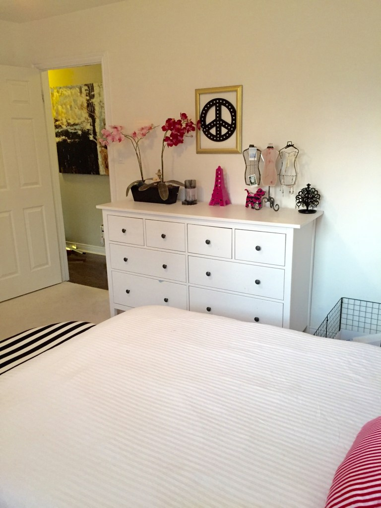 Teen Girls bedroom / Tween Room ideas / Paris Themed Room / apurdylittlehouse.com
