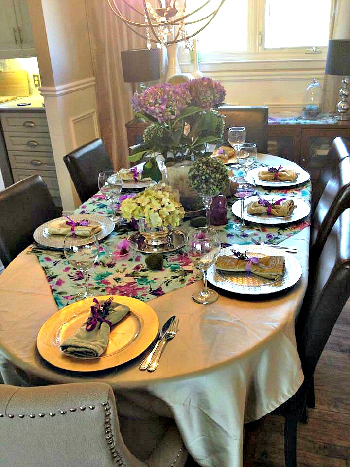 How to set a perfect Mother's Day Tablescape using hydrangeas, faux boxwoods, and floral fabric. Mother's Day Decor for a family brunch / apurdylittlehouse.com