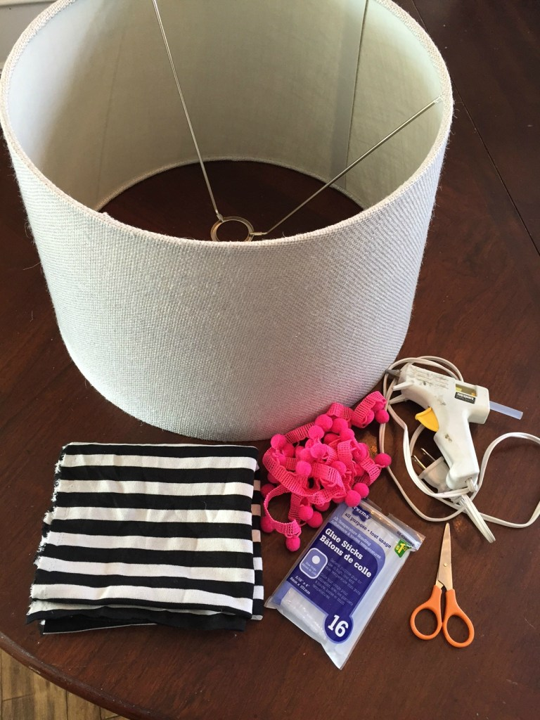 How to cover a lampshade with fabric using a glue gun no sew lampshade recover 30 day flip challenge Easy no sew fabric projects apurdylittlehouse.com