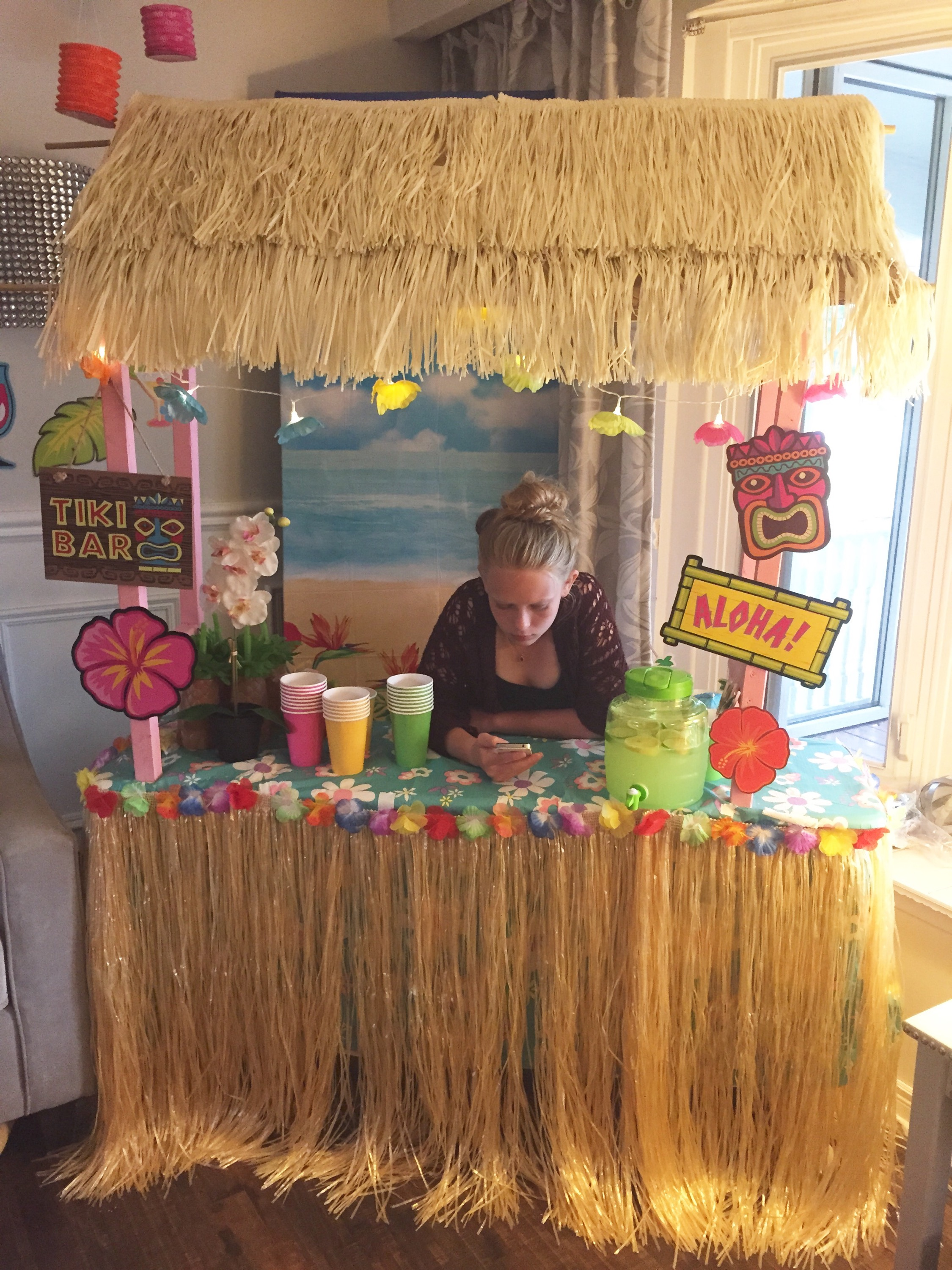 Diy tiki bar a purdy little house for Beach bar decorating ideas