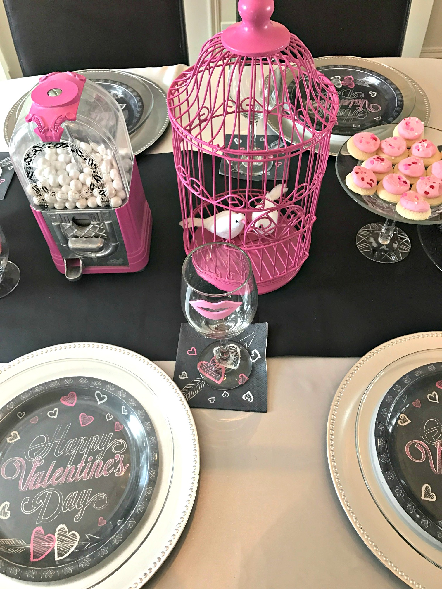 Valentineu0027s Day Table setting using pink and black with chalkboard accents and a candy bar & Valentineu0027s Day Table Setting - a purdy little house