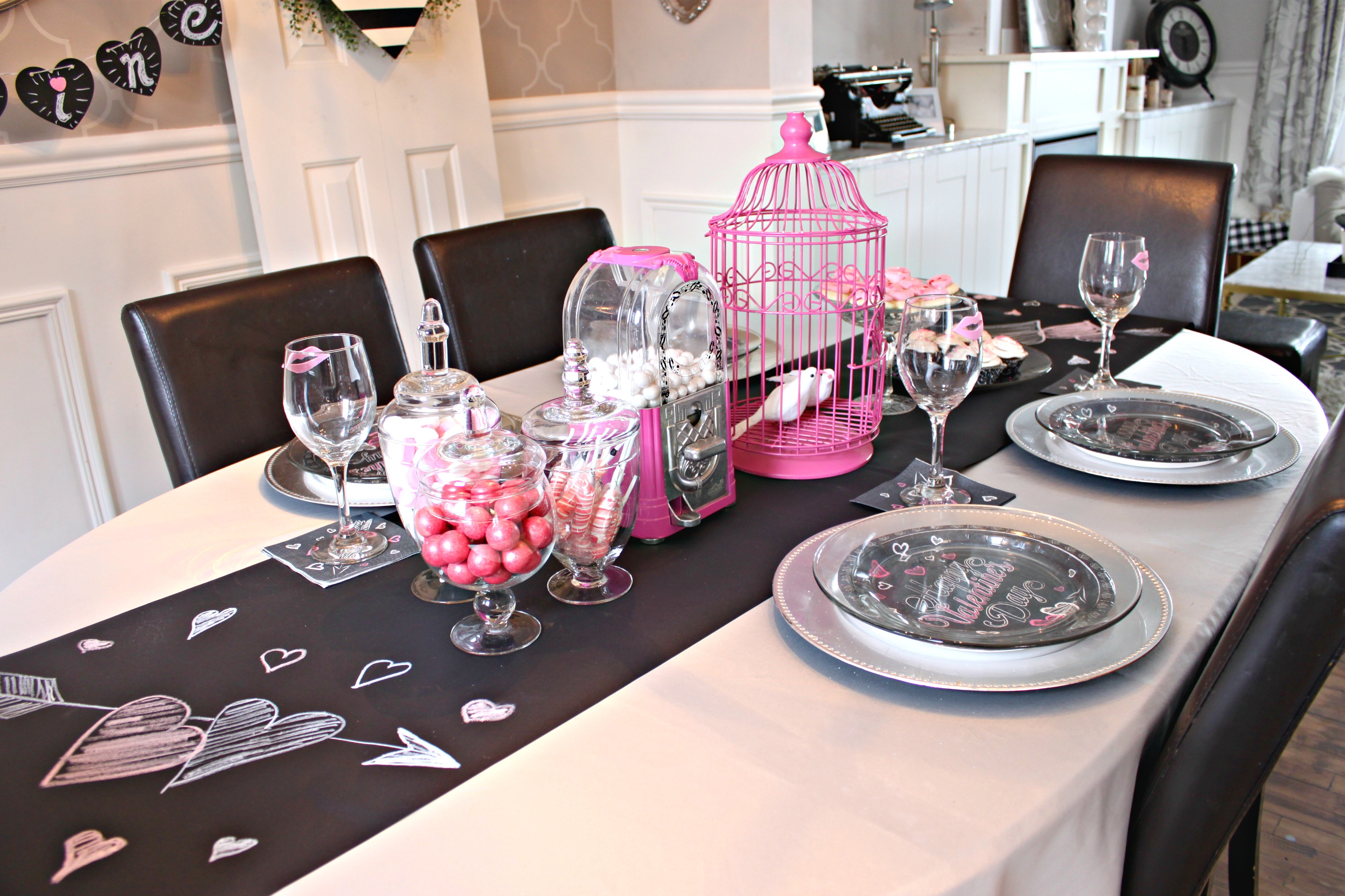 Valentine\'s Day Table Setting - a purdy little house