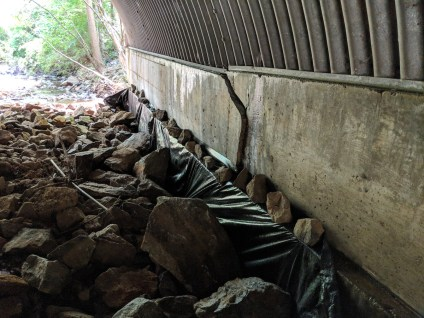 cracked retaining wall in tunnel