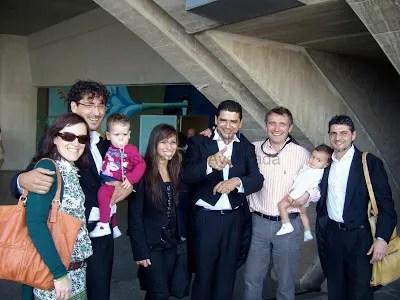 Raúl Más y su paciente acompañados por más Músicos de la OST y familiares en el Audiotorio Adán Martín