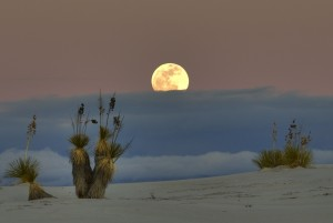 White_sands_moon_&_clouds